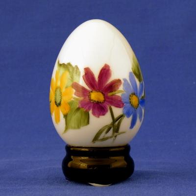 Uovo base nera con margherite