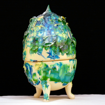 Uovo a scatola con piedini