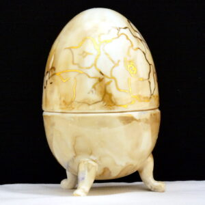 Uovo a scatola lustri e fiori oro