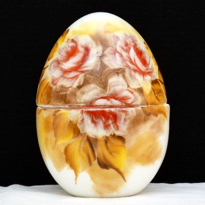 Uovo a scatola rose rosse