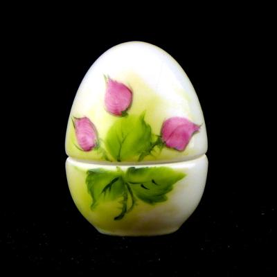 Uovo a scatola boccioli di rosa