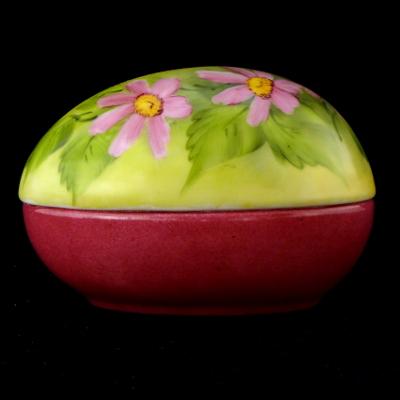 Uovo a scatola con margherite